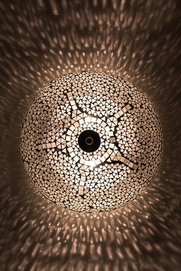 Deckenlampe Weiss classic brennend