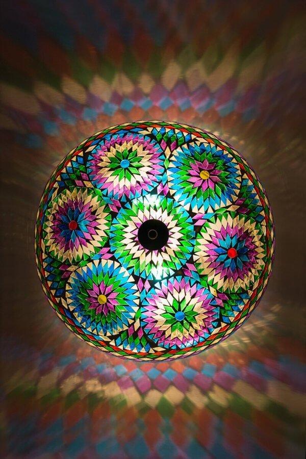 Orientalische Deckenlampe Multicolour Bohemian brennend